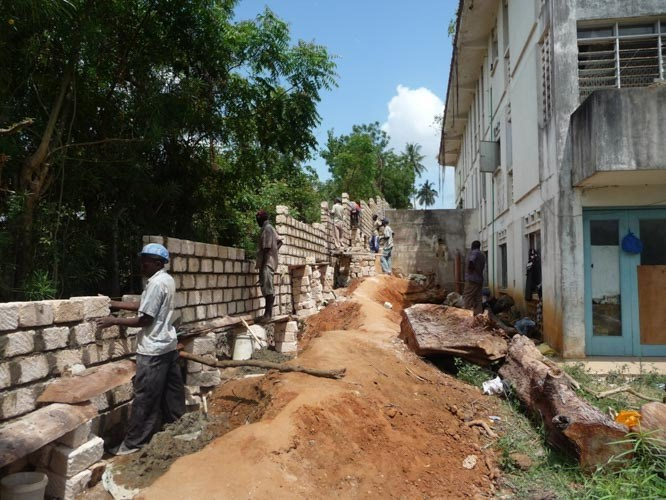 7-THE-WALL-CONSTRUCTION-2011-2012-3