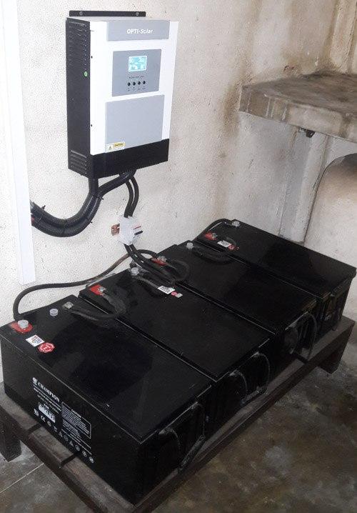 solar-pannels-batteries2